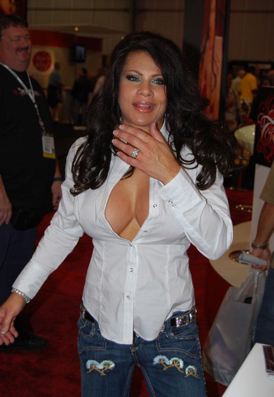 rezhisser-nabiraet-porno-aktris-porno-foto-popki-i-anal
