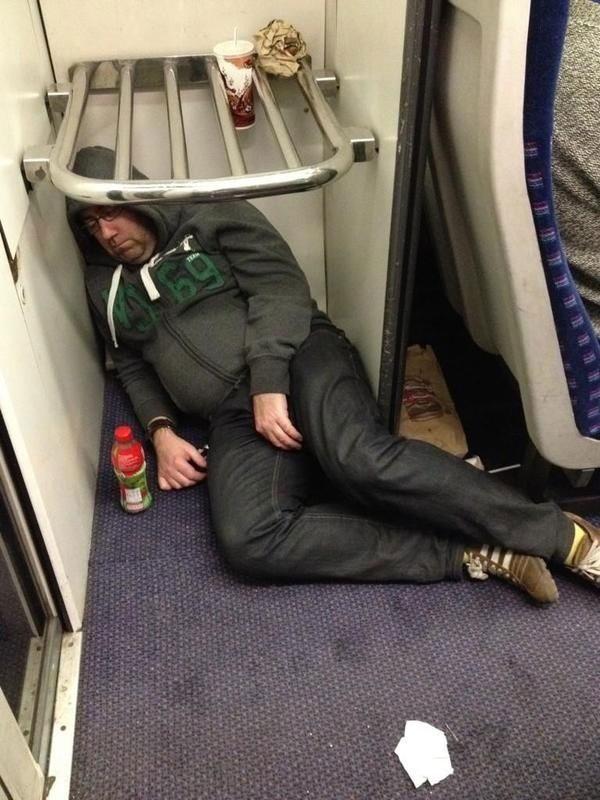 Спящие пассажиры в поездах фото