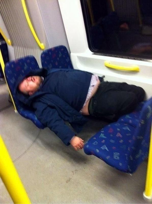 при фотографии спящих людей в поездах профнастил один