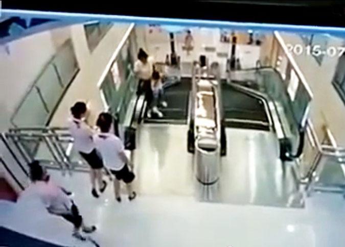 В Китае женщину «перемолол» эскалатор в торговом центре (ВИДЕО)