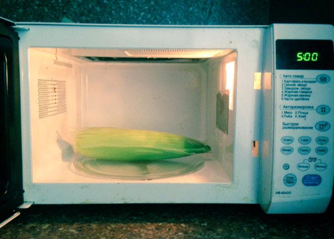 Варим кукурузу в микроволновке за 5 минут