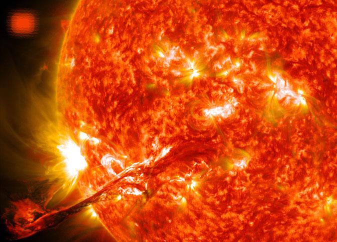 Вблизи Солнца обнаружен НЛО