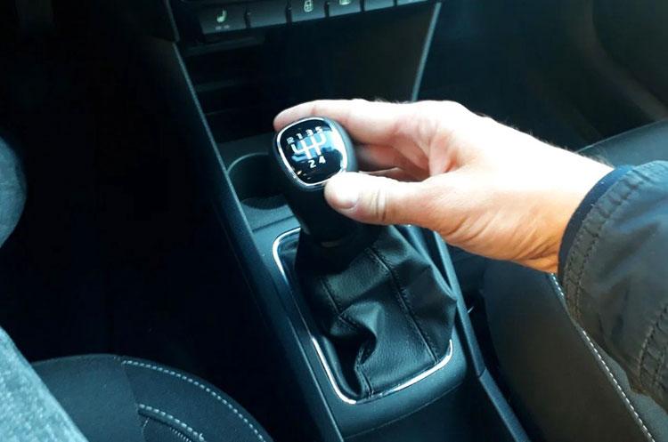 Вредные привычки водителей, которые могут угробить автомобиль