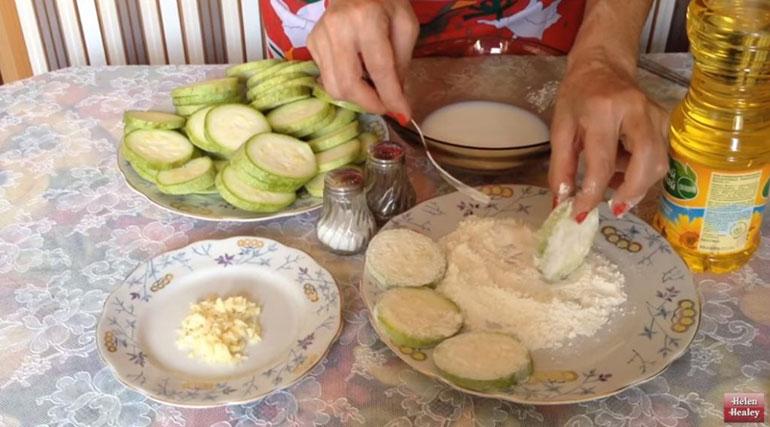 Очень простой рецепт жареных кабачков с самой хрустящей корочкой